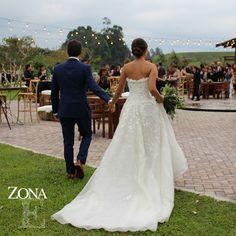 Tu mano en mi mano.  Te veo, me ves.  Mis pasos al lado de los tuyos.  Armonía y deseo.  Amor para siempre.  Llámanos al 3106159806/ 3106158616 y reserva desde ya. #CasaBali #boda #BodasAlAireLibre #BodasCampestres #Eventos #weddingplannner #weddingplanning #weddingtips #boda #wedding #timetoparty #celebration #weddingreception #weddingparty #destinationwedding #bodascolombia #bodasmedellin #tuboda #yourstyle