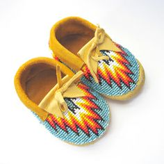Beaded Baby Moccasins (Fire) by Beyond Buckskin Boutique Native American Baby, Native American Moccasins, Native American Beadwork, American Indians, Beaded Moccasins, Beaded Shoes, Moccasins Mens, Baby Boy Moccasins, Baby Moccasin Pattern