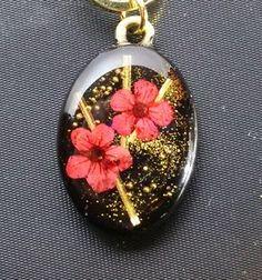 【和風レジン】梅 Resin Jewlery, Resin Jewelry Making, Resin Necklace, Clay Jewelry, Jewelry Crafts, Diy Resin Art, Diy Resin Crafts, Acrylic Resin, Uv Resin