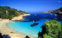 Gorgeous sandy beaches hidden coves crystal clear waters - Ibiza has it all! Peru Beaches, Sandy Beaches, Ibiza Strand, Style Ibiza, Places To Travel, Places To See, Spanish Islands, Hanauma Bay, Relax