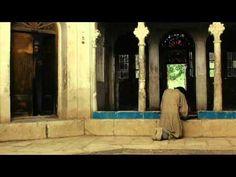 """Bab """"Aziz: El príncipe que contemplaba su alma Cine - 15/01/2009   Nazer Khemir Sobre un desierto avanzan dos figuras, una niña llamada Ishtar y su anciano a..."""