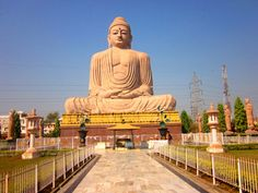 Book Gaya Tour Packages - Explore Gaya at affordable prices. Enjoy pilgrimage to Gaya and other holy sites in Uttar Pradesh. Book pilgrimages to Gaya at affordable prices. Bodh Gaya, States Of India, May Bay, Buddhist Temple, Tourist Places, In Ancient Times, Famous Places, Varanasi, Pilgrimage