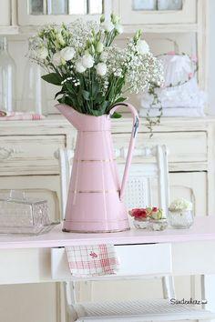 Wunderschöne Emaille Kanne in Rosa, Blumenvase, Krug, Vintage Deko / beautiful pink water jug, shabby style, vintage decoration by Bleu et Rosè via DaWanda.com