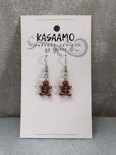 Polymeerimassasta tehdyt suloiset pikku-pipariukko-korvikset. Nämä löydät Kasaamon verkkokaupasta 9€.. Drop Earrings, Create, Jewelry, Jewellery Making, Jewels, Jewlery, Jewerly, Jewelery, Jewel