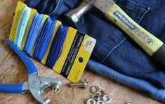 30 Ways To Use Old Jeans For Brilliant Craft Ideas - DIY Gartendekor Dollar speichert Fade Out, Diy Kitchen Cabinets, Painting Kitchen Cabinets, Stencils, Diy Ombre, How To Make Diy, Cocktail Napkins, Mesh Wreaths, Deco Mesh