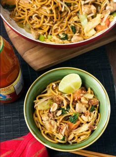 Mee goreng spicy Indonesian noodles-Delicious spicy Indonesian street food noodles that are easy to make at home! Asian Recipes, Healthy Recipes, Ethnic Recipes, Easy Cooking, Cooking Recipes, Thai Cooking, Indonesian Cuisine, Indonesian Recipes, Asian Street Food