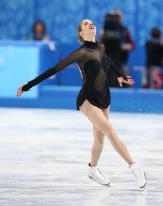 女子フリーで演技をするカロリナ・コストナー(イタリア)=ロシア・ソチのアイスベルク・パレスで2014年2月20日、代表撮影