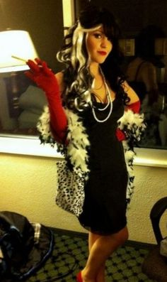 Cruella I like the hair for this. I could do similar with white clip ins. Cruella I like the hair for this. I could do similar with white clip ins. Original Halloween Costumes, Halloween 2015, Halloween Costumes For Girls, Holidays Halloween, Diy Costumes, Halloween Party, Halloween Ideas, Costume Ideas, Costume Halloween