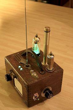 Van den Booms Empfänger für Aetherwellen (Selbstbau-UKW-Radio im Gehäuse einer Taubenuhr)