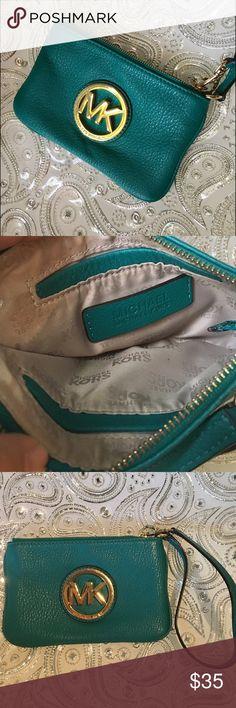 💕💕MICHAEL KORS GREEN WALLET 💕💕 Authentic Michael KORS green wallet in great condition like new 💕 Michael Kors Bags Wallets