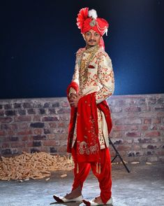 Hindu Wedding Photos, Indian Wedding Pictures, Indian Wedding Poses, Indian Bridal Photos, Wedding Dresses Men Indian, Indian Wedding Couple Photography, Bride Photography, Wedding Photoshoot, Culture