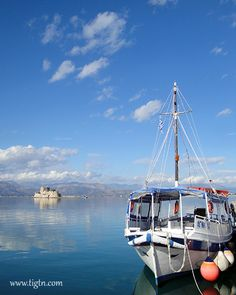 Taxi boat to #Bourtzi fortress. They leave every 30' for a short visit to the mid-port landmark fortress in #Nafplio - #Greece
