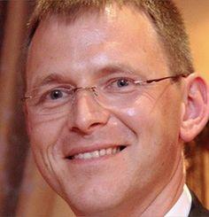 Alain JOUSTEN, Professeur, Université de Liège, Belgique, Economic Ideas 2014 Alain JOUSTEN est professeur d'économie à l'Université de Liège, HEC – Ecole de gestion depuis 1999. Il est co- directeur du Tax Institute de l'Université de Liège. Il est titulaire d' un doctorat en économie du Massachusetts Institute of Technology.