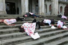 protesta callejera por los recortes en educación. si nos quitan la educación, nos están matando.