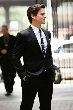 Neal Caffrey (Matt Bomer) from White Collar --- he looks great in all his suits! Sharp Dressed Man, Well Dressed Men, Mode Masculine, Terno Slim, Matt Bomer White Collar, Look Man, Herren Outfit, Fashion Mode, Girl Fashion
