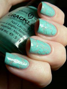 60 Crackle Nail Polish Colours 2018 We are admiring the crackle nail polish look! Crazy Nails, Fancy Nails, Diy Nails, Pretty Nails, Manicure, Crackle Nails, Finger, Nagellack Trends, Holiday Nail Art