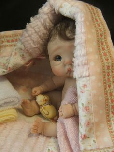 OOAK-POLYMER-CLAY-BABY-DOLL-FULL-SCULPT-W-VINTAGE-STYLE-BABY-SCALE-RASBUBBYHILL