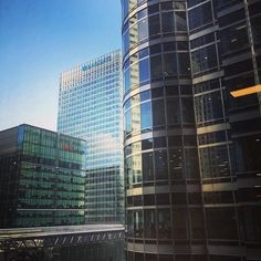 Not the greatest view from my desk at work. #blueskies #workview #canarywharf #london by sijkelly