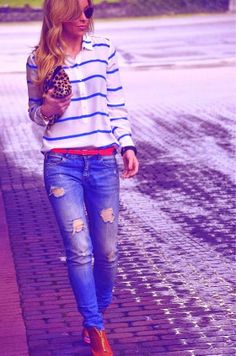 Stripes Blouse With Ripped Jeans And Ray Bans