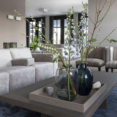Blue Velvet in de hoofdrol – Violier at home Decor, Minimal Furniture, Interior Inspiration, Home And Living, Interior Design, Home Decor, House Interior, Room Decor, Home Deco