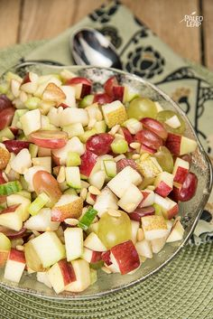 Apple And Grape Salad, a simple but delicious fruit salad perfect for breakfast, lunch, or dessert. Source by paleoleap Chicken Salad Recipes, Fruit Recipes, Apple Recipes, Gourmet Recipes, Cooking Recipes, Appetizer Recipes, Cooking Tips, Paleo Fruit, Delicious Fruit