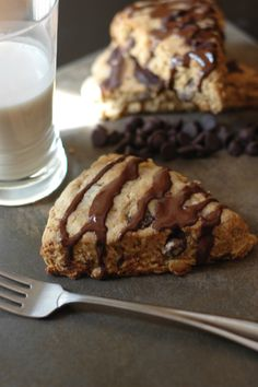 chocolate chip almond scones... vegan