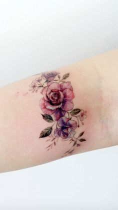 Tattoo Designs To Carry Your Favorite Flower On Your Skin. Are you looki. Simple Tattoo Designs To Carry Your Favorite Flower On Your Skin. Are you looki. - Simple Tattoo Designs To Carry Your Favorite Flower On Your Skin. Are you looki. Simple Flower Tattoo, Small Flower Tattoos, Small Tattoos, Tattoo Flowers, Simple Flowers, Mini Tattoos, Simple Henna, Flower Tattoos On Thigh, Tattoo Thigh