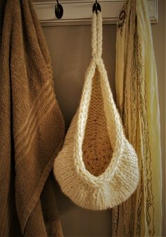 Knitting Pattern for Hanging Basket - This hanging basket is great for small towels or toiletries in the bathroom or mittens and hats in the closet. Only took one skein of super bulky yarn according to the designer Ashley Collings. Knitting Patterns Free, Knit Patterns, Free Knitting, Purse Patterns, Sewing Patterns, Yarn Projects, Crochet Projects, Small Knitting Projects, Knit Basket