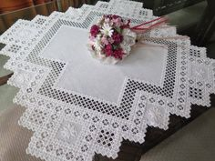 Gorgeous Vintage Hardanger Lace Embroidered Table Cloth Topper Centerpiece Class
