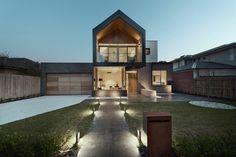 Das Haus in Melbourne abends mit Beleuchtung