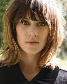 Semelhante as famosas 'Mechas Californianas', 'Ombré' tem um efeito mais natural nos cabelos, pois o 'degradê' não é marcado, mas feito em m...