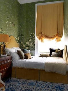 See the Lush London Flat of the de Gournay Wallpaper Heiresses | 1stdibs