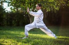 There is proof that the martial art tai chi can help with the symptoms and pain of knee osteoarthritis (OA). We look at the evidence below and explain how tai chi can improve the condition. Best Martial Arts, Martial Arts Styles, Qi Gong, What Is Tai Chi, Benefits Of Tai Chi, Tai Chi Moves, Band Workout, Boxing Workout, Aerobic