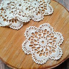. Filet Crochet, Crochet Doilies, Knit Crochet, Crochet Circles, Old Dresses, Jar Lids, Crochet Home, Placemat, Crocheting