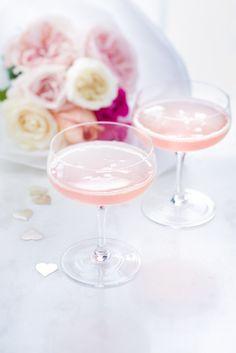 le cocktail des filles, champagne, sirop de rose, .. photographie professionnelle, photographe culinaire, Marielys Lorthios  http://www.marielys-lorthios.com