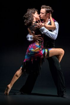 History of this dance is basically the journey of evolution of Bachata music. The roots of the dance are in that music. In the beginning, let us know that the dance is the proud creation of the Dominican Republic. Tango Dancers, Ballet Dancers, Dance Photography, Couple Photography, Bailar Swing, Belly Dancing Classes, Argentine Tango, Salsa Dancing, Dance Poses