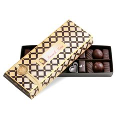 Luxury Beautiful Hand Made Vegan Artisan Fine Chocolate Gift Boxes Vegan Chocolate Bars, Chocolate Box, Teacher Christmas Gifts, Holiday Gifts, Christmas Time, Chocolate Crafts, Edible Wedding Favors, Luxury Chocolate, Free Fruit