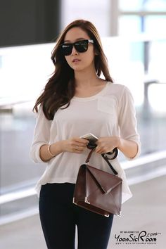 Jessica // simple cotton shirt + jeans look