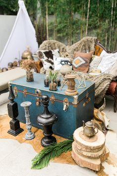 Boho chic wedding lounge area | Marlon Capuyan | see more on: http://burnettsboards.com/2016/02/hip-eclectic-wedding-inspiration/