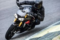 The New 2016 Triumph Speed Triple S & R Get More Power And New, But Still Weird Headlights