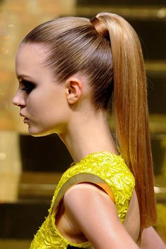 perfect ponytail- use flat nozzle on hairdryer. use bungee to hold ponytail in place. It's an elastic with a hook on each end so you can adjust the tightness before securing. Slick Ponytail, Elegant Ponytail, Perfect Ponytail, Straight Ponytail, Hair Ponytail Styles, Summer Ponytail, Ponytail Girl, Sleek Updo, Easy Hairstyles For Long Hair