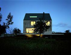 Herzog & de Meuron | Rudin house,1997 Leymen  Photo by Margherita Spiluttini... Jacques Herzog, Ranch, Hans Peter, Small Buildings, Architect House, Big Time, Photos, Cabin, House Styles