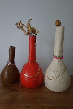 Vase porte-bijoux en papier mâché Creation Deco, Home Projects, Dyi, Bottle, Gauche, Gisele, Vases, Home Decor, Mood