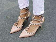 Joie de Vivre: Inspire Me Sunday: Valentino Studded Kitten Heels Valentino Studded Heels, Valentino Shoes, Valentino Rockstud, Shoe Boots, Shoes Heels, Shoe Shoe, Pink Heels, Fashion Gone Rouge, Boots