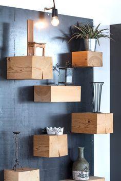 Libreria quadro. Pannello in ferro  con travi  in legno massello di abete di varie dimensioni