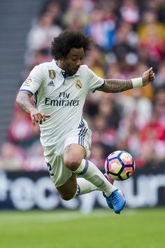 Marcelo Vieira Da Silva Photos - Marcelo Vieira da Silva of Real Madrid controls the ball during the La Liga match between Athletic Club Bilbao and Real Madrid at San Mames Stadium on March 2017 in Bilbao, Spain. - Athletic Club v Real Madrid CF - La Liga Real Madrid Team, Real Madrid Football Club, Soccer News, Football Soccer, Marcelo Real, Liga Soccer, Real Madrid Pictures, Real Madrid Wallpapers, Most Popular Sports