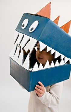 Cardboard boxes can quickly become this amazing DIY dinosaur costume. Cardboard boxes can quickly become this amazing DIY dinosaur costume. Diy Dinosaur Costume, Dino Costume, Dinosaur Crafts, Cardboard Costume, Cardboard Box Crafts, Cardboard Playhouse, Cardboard Furniture, Costume Dinosaure, Diy Niños Manualidades