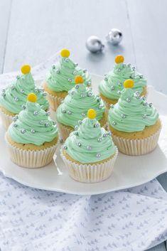 Makkelijk bakken met Kerst: kerstboom cupcakes - Leuke recepten Christmas Snacks, Christmas Cupcakes, Christmas Tables, Mini Cupcakes, Cupcake Cakes, Christmas Feeling, Nordic Christmas, Modern Christmas, Baking Recipes
