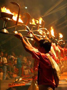 Dev Deepavali Aarti - singing of mantras on the bank of the Ganges, Varanasi, India Serenity, India Street, Kumbh Mela, Krishna Leela, Amazing India, Indian Temple, India India, Indian Festivals, Hindus