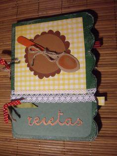 Agenda Scrap (Recetas) realizada artesanalmente con distintos materiales. Tamaño: 23x16 cm aprox. Precio: 10 euros.